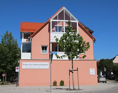 Janine-Wieder-Kieferorthopaedie-Kirchseeon-parkplatz-b